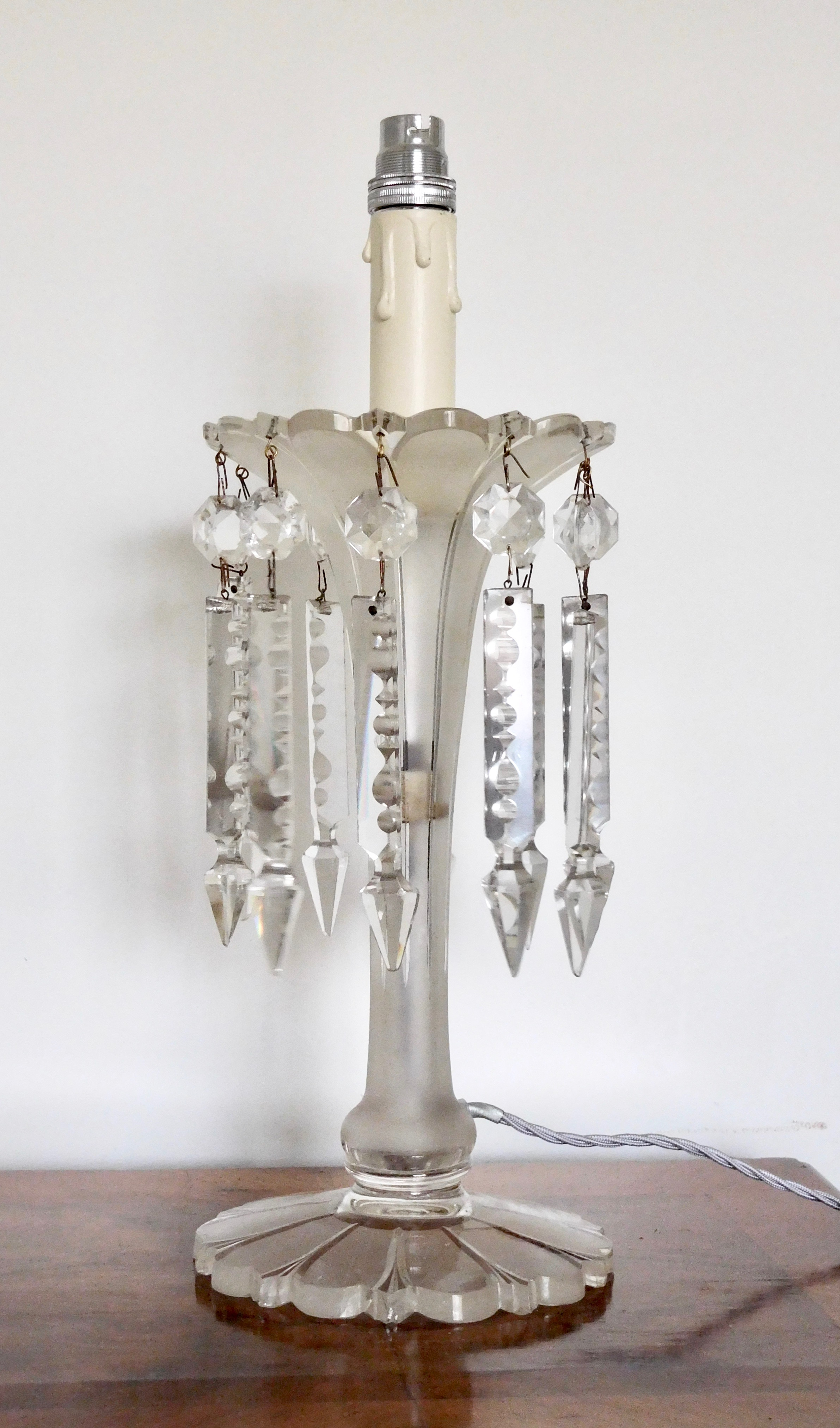 A GLASS LAMP WITH LUSTRES